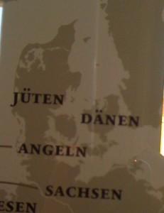 """Billede af Danmarkskort med teksten """"Jyder"""" og """"Danskere"""" på tysk"""